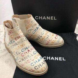 🆕 Chanel graffiti signature Boots 👢